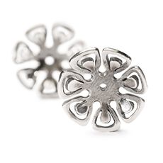 This is an image of the product Graphic Flower Earrings