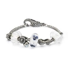 This is an image of the product Bracelet of April