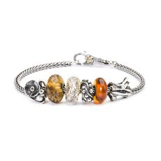 This is an image of the product Bracelet of August