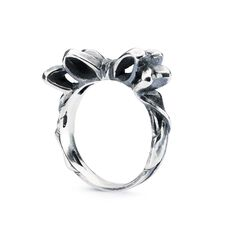 This is an image of the product Bow Ring