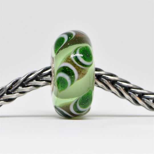 Unique Green Bead of Growth