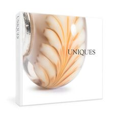 This is an image of the product Uniques Book - English