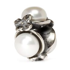 This is an image of the product White Triple Pearl Bead