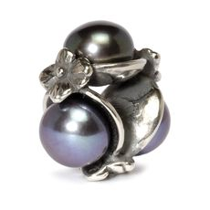 This is an image of the product Black Triple Pearl Bead
