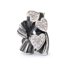 This is an image of the product Blooming Hearts Bead