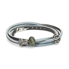 This is an image of the product Lyseblå/mørkegrå læderarmbånd med ædelsten og Sterling sølv