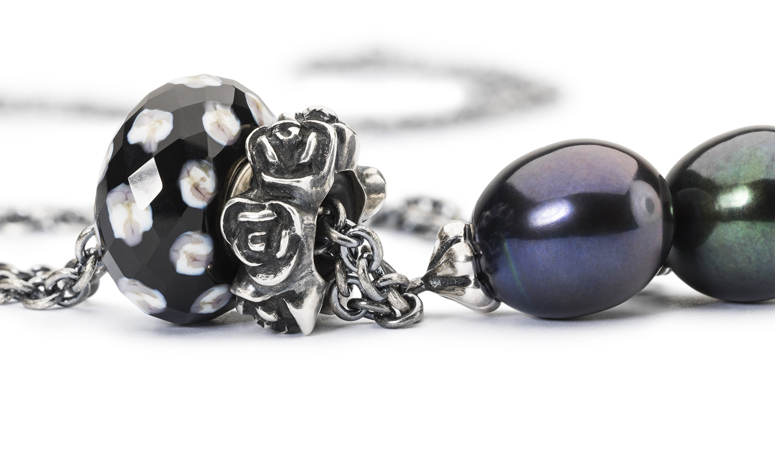 Trollbeads Fantasy necklace with peacok pearl, rose spacer, and Raindrops glas bead