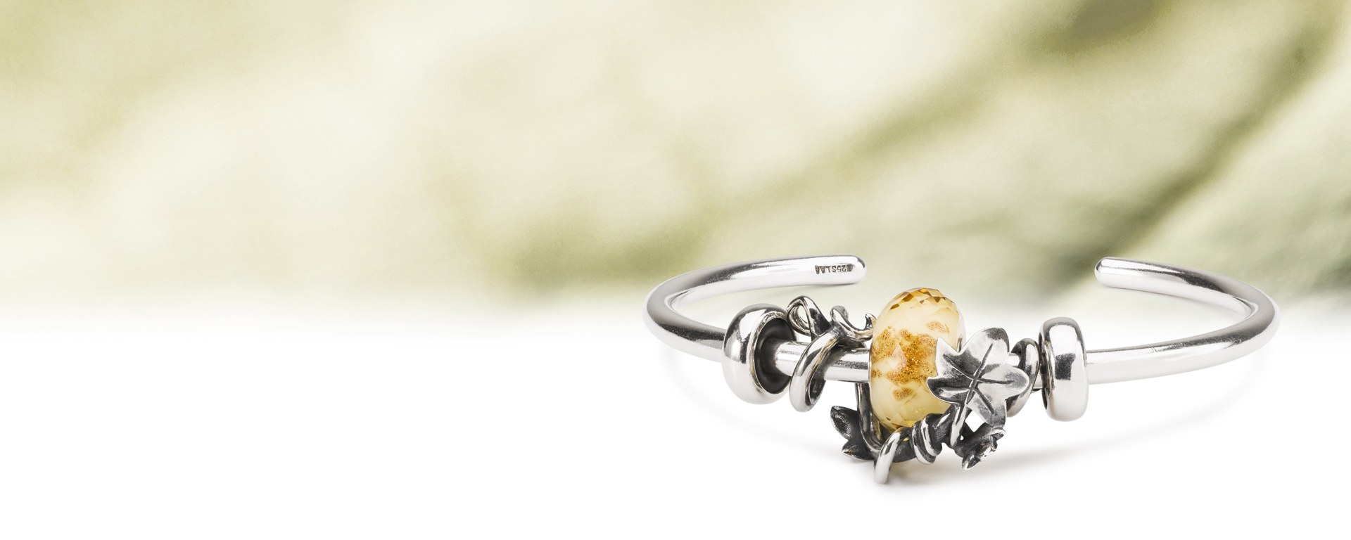 Framed by Ivy Bead surrounds Yellow Twinkle, held in place with two Silver spacers.