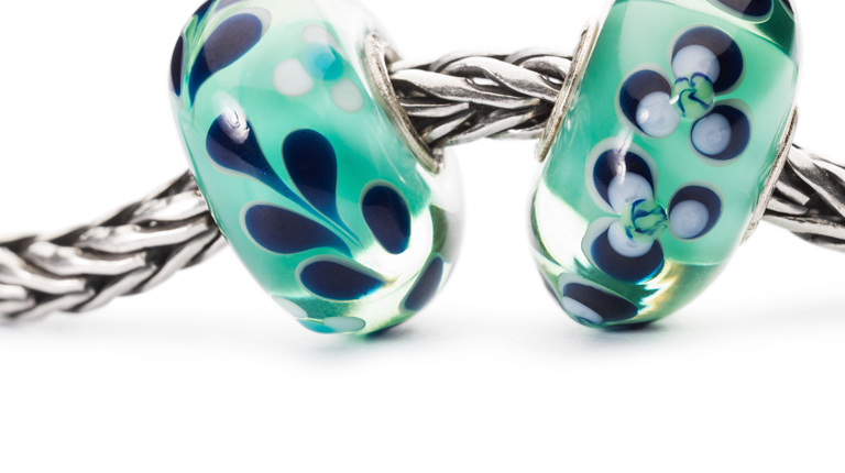 Beautiful unique Trollbeads in light green/blue and dark blue colours