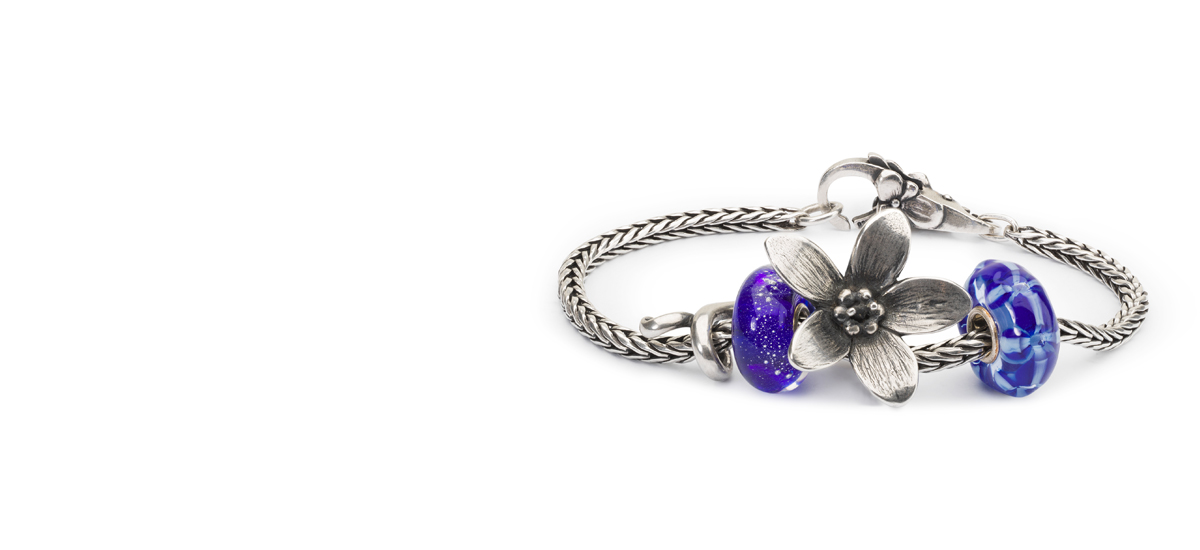 Silver braclet with two glass beads, a sliver anemone and a lock