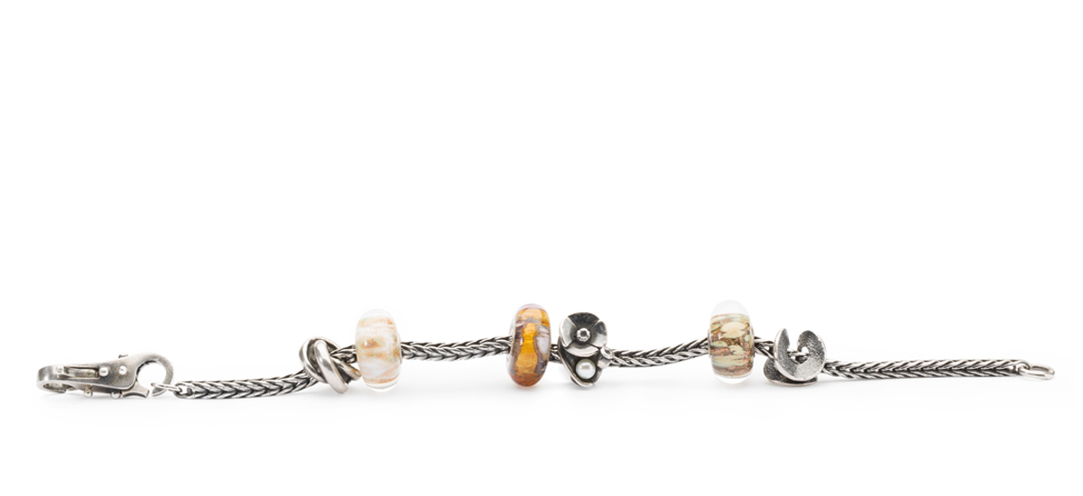 Silver bracelet with silver and glass beads and a silver lock